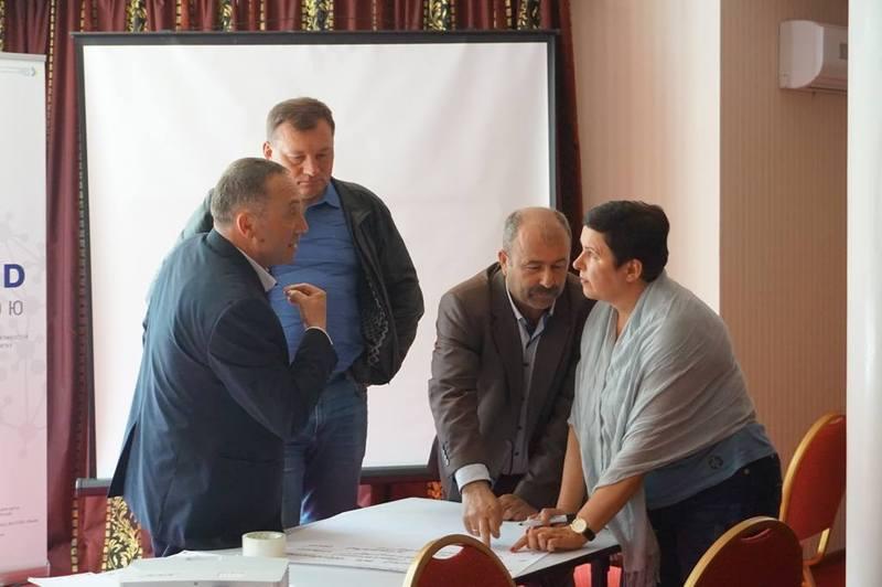 Звернення писали спільно, під час робочої зустрічі у Меджибізькій ОТГ.