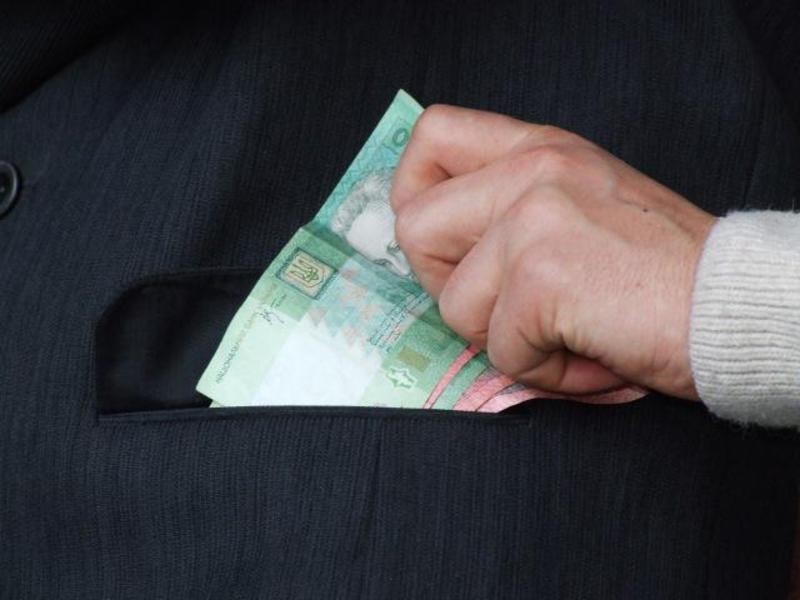 Підприємець заплатив хабар, щоб зменшити суму штрафу