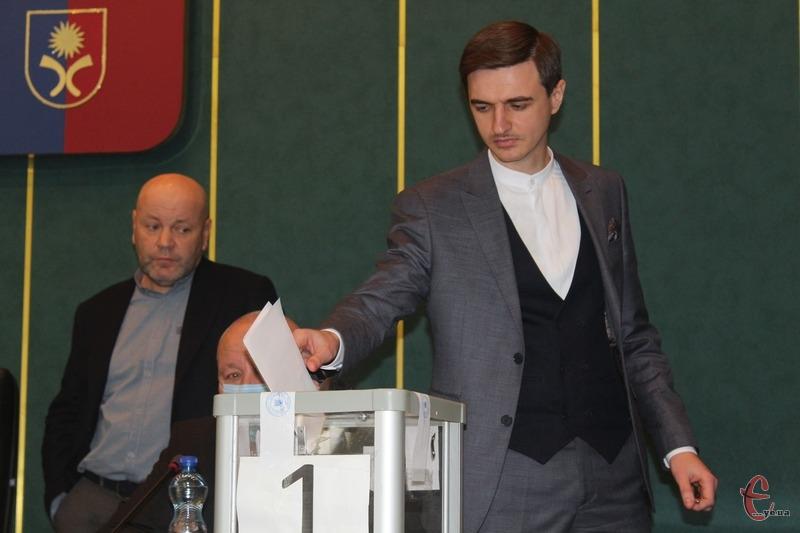 «Команда Симчшина» має лише 13 голосів при потребі у 33-и», — пояснив Володимир Гончарук
