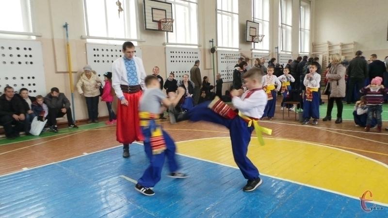 У Хмельницькому відбувся чемпіонат з бойового гопака.