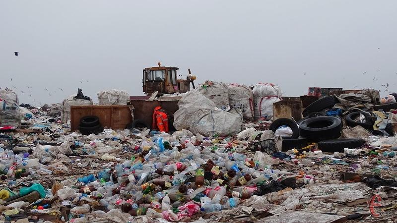 Нині хмельницький полігон твердих побутових відходів не відрізняється від решти вітчизняних сміттєзвалищ, але у майбутньому на нього чекають перетворення