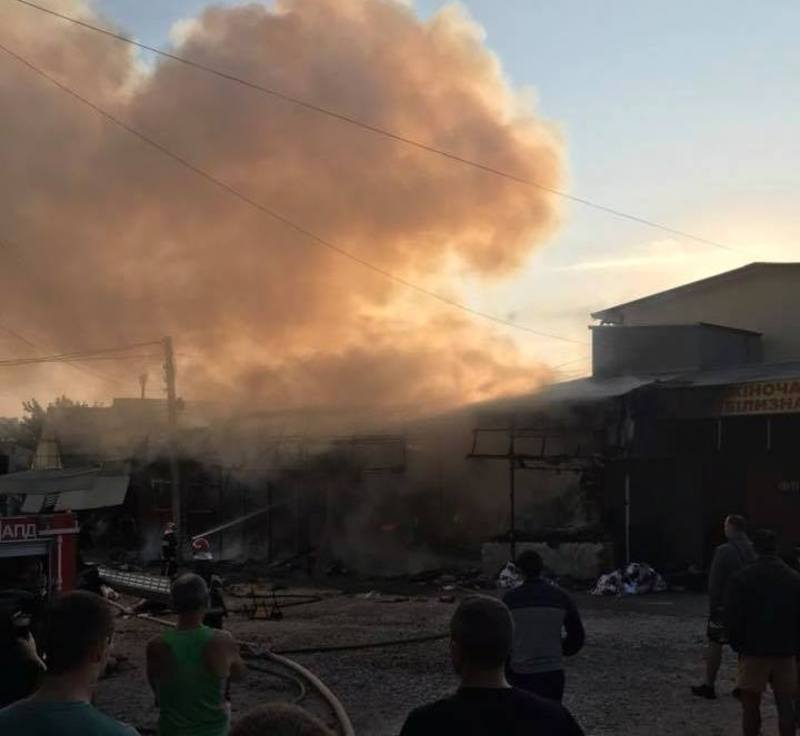 Пожежа виникла на ринку Дарсон