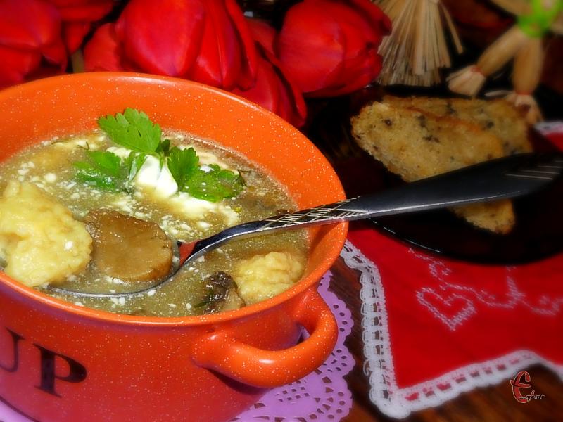 Юшка із сушених білих грибів самобутня й ароматна, смак у неї неповторний та незабутній!