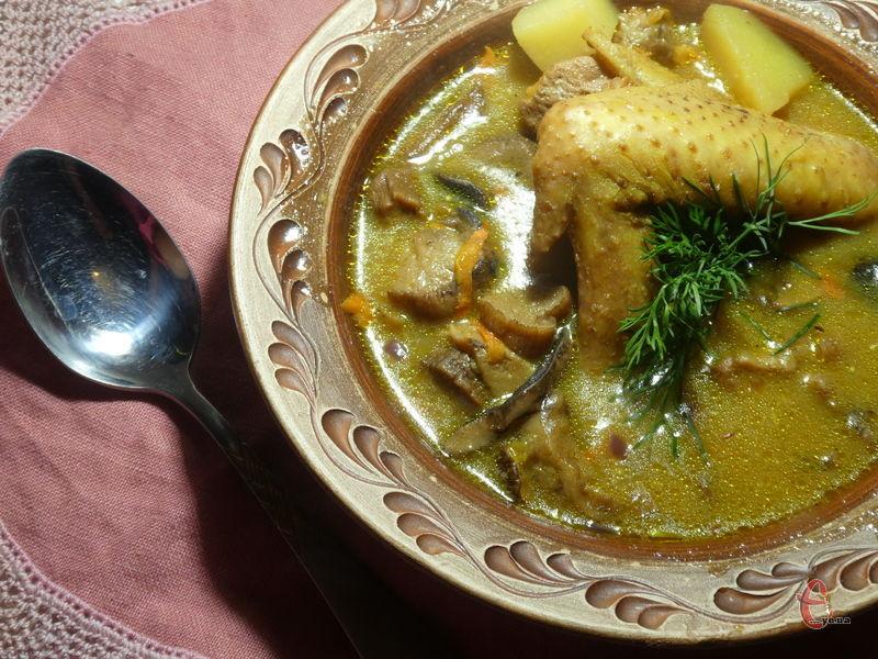 Унікальність цього рецепта в тому, що страва виходить настільки ароматною і ніжною, що навіть складно повірити в те, що цю її можна приготувати в домашніх умовах.