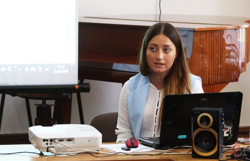 За словами Альони Берези, до жовтня активісти планують проаналізувати декларації 280 посадовців