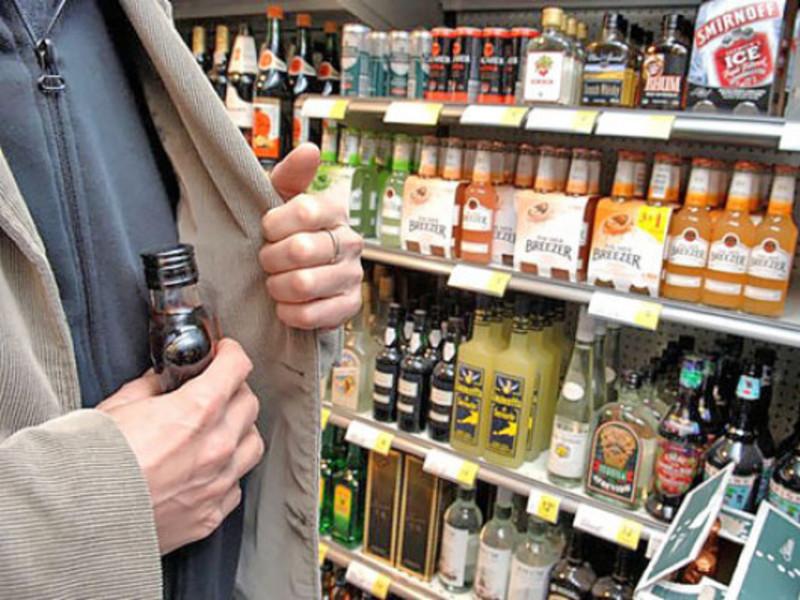 Чоловіка підозрюють у крадіжках з магазину