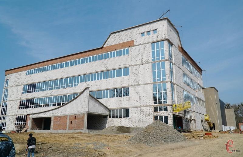 За словами Олександра Симчишина, будівництво Палацу спорту гальмує нестача державного фінансування