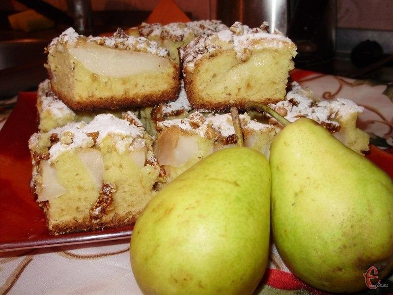 В осінній сезон так приємно побалувати себе випічкою з різними фруктовими начинками. А безперечний хіт жовтня — це груші.