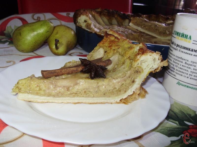 Поєднання багатошарового й хрусткого тіста, ароматних груш у сиропі зі спеціями, не менш ароматного мигдального крему створює неповторний і незабутній смак.