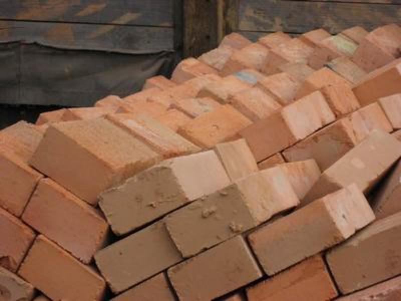 Хмельничанин втратив 4 тисячі 300 гривень при купівлі цегли