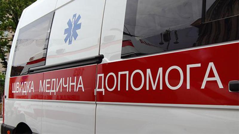 У Хмельницькому чоловік напав на лікарів «швидкої» з ножем