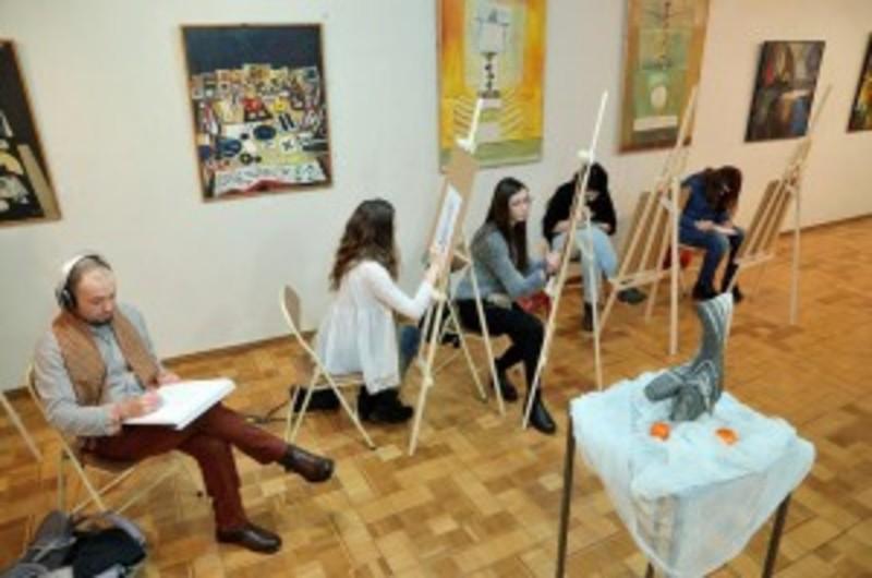 Хмельницьких художників-практиків і аматорів запрошують до обласного музею сісти за мольберт