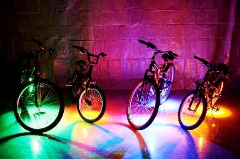 Велосипедисти будуть їхати колоною в один ряд по дві людини