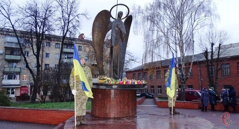 Скорботна хода вирушить від Майдану Незалежності вулицями Соборною та Проскурівською до пам'ятника «Ангел Скорботи»