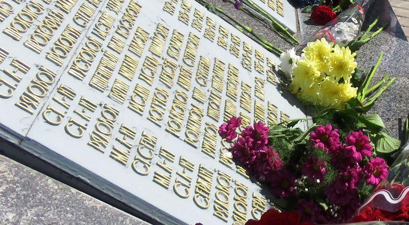 Хмельничан запрошують долучитися до вшанування пам'яті про полеглих воїнів. Фото: khm.gov.ua