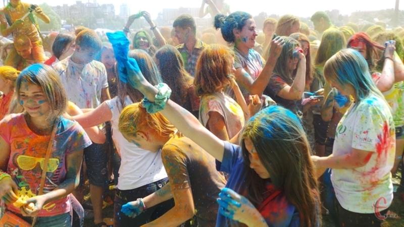 Студенти влаштують фестиваль фарб