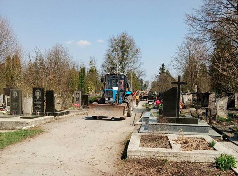 Кладовища Хмельницького офіційно відкриють 12 травня