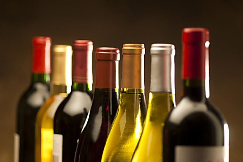 Алкогольні напої подорожчають у два етапи: до кінця серпня і з початку вересня