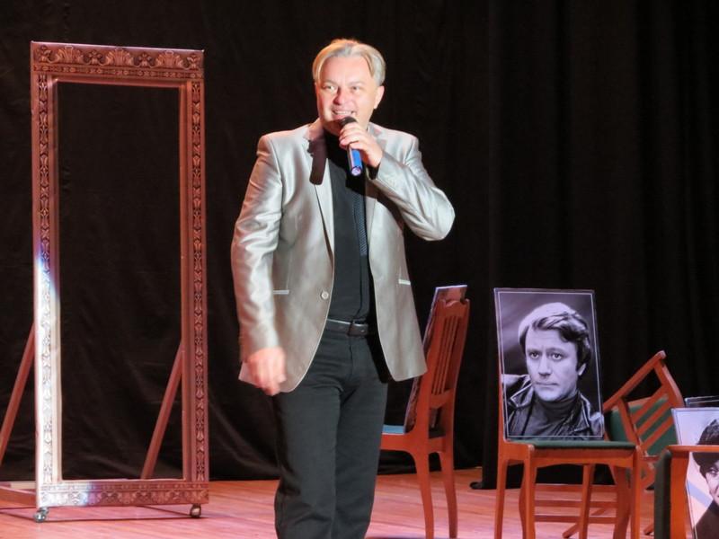 Павло Усович презентує виставу про Андрія Миронова