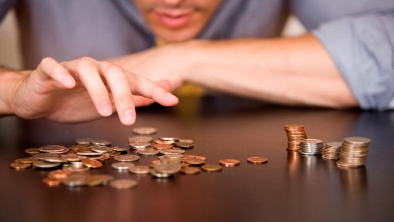 Неспроможність наших краян робити заощадження свідчить про їх малозабе