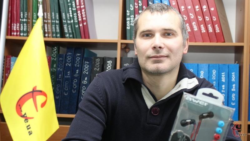 Олег Ободян отримав від каналу Є в Youtube стильні навушники