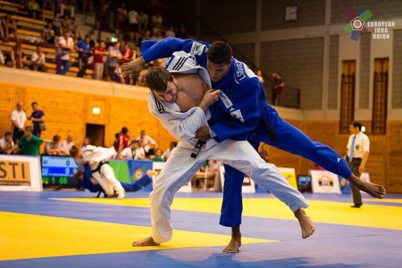 Антон Савицький (у білому) вже має досягнення на міжнародній арені