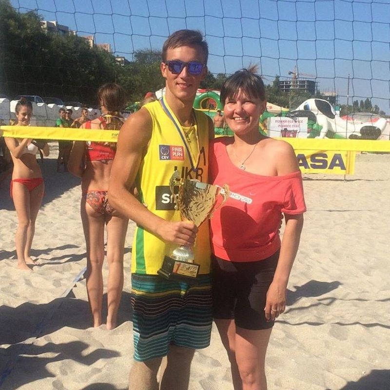 Олег Плотницький - новоспечений чемпіон України з пляжного волейболу разом зі своєю мамою Оксаною