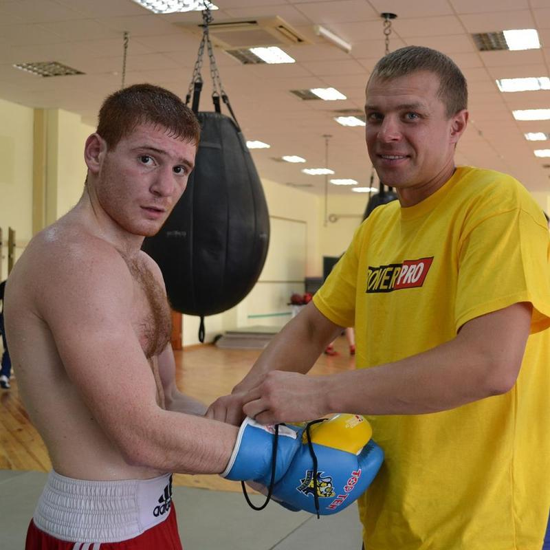 Мгер Оганісян (ліворуч) зі своїм тренером з Іваном Яструбом