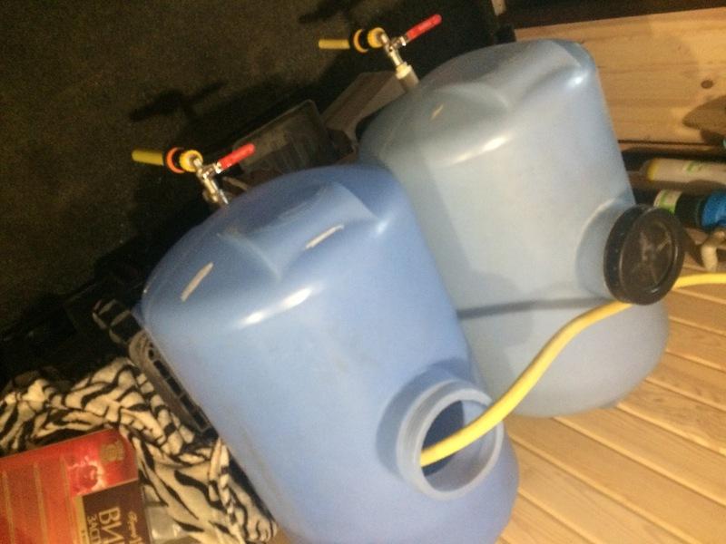 Слідчі вилучили понад 550 літрів фальсифікованої горілки та коньяку, етиловий спирт, тару та упаковки