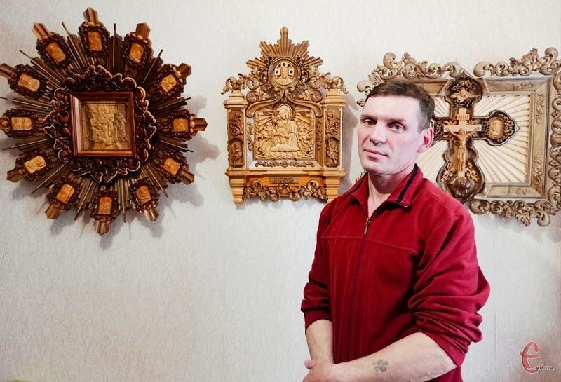 Над однією іконою Анатолій може працювати понад два роки