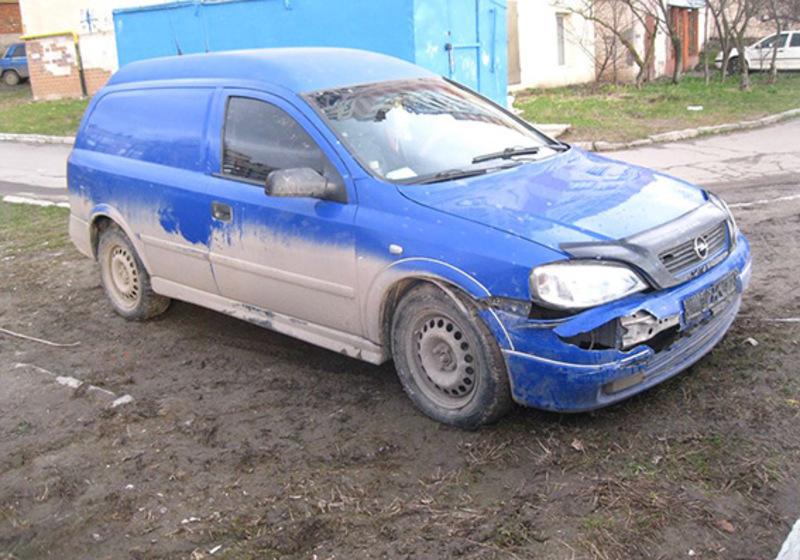 На вкраденому авто чоловік потрапив в аварію