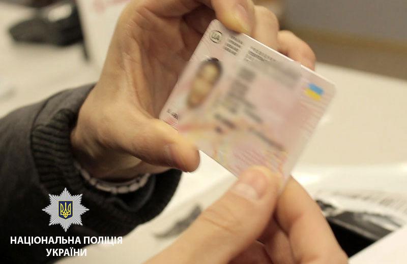 За керування автівкою з підробним водійським посвідченням, хмельничанина оштрафували на 850 гривень