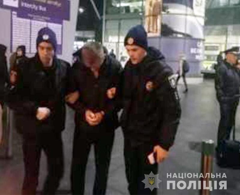 Хмельницькі поліцейські затримали чоловіка, що перебував у міжнародному розшуку