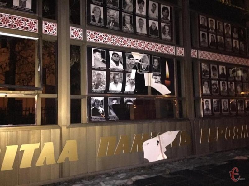 Хулігану, який потрощив фотографії Героїв України, призначили іспитовий термін