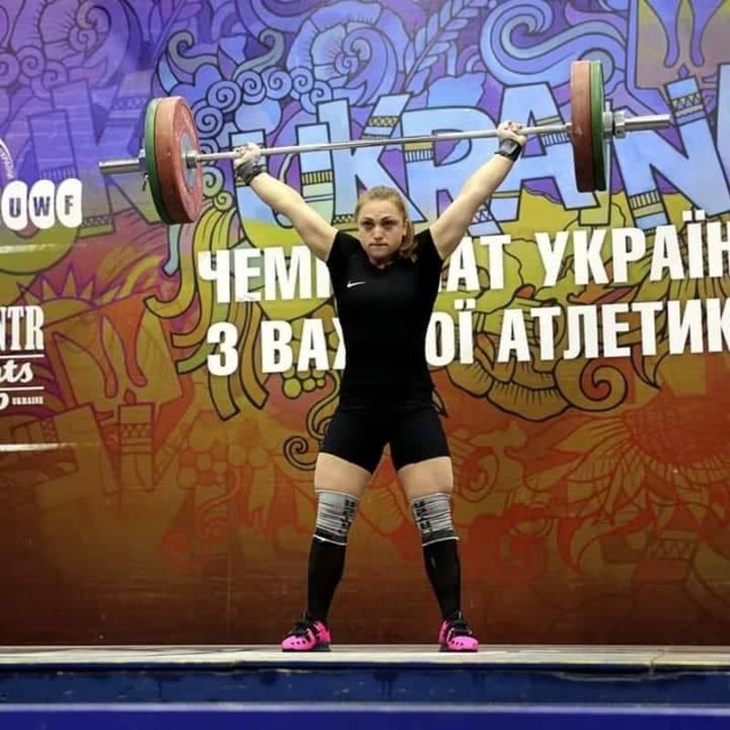 Загалом хмельничанка зібрала суму 213 кілограмів, тобто на один кілограм більше нормативу майстра спорту міжнародного класу