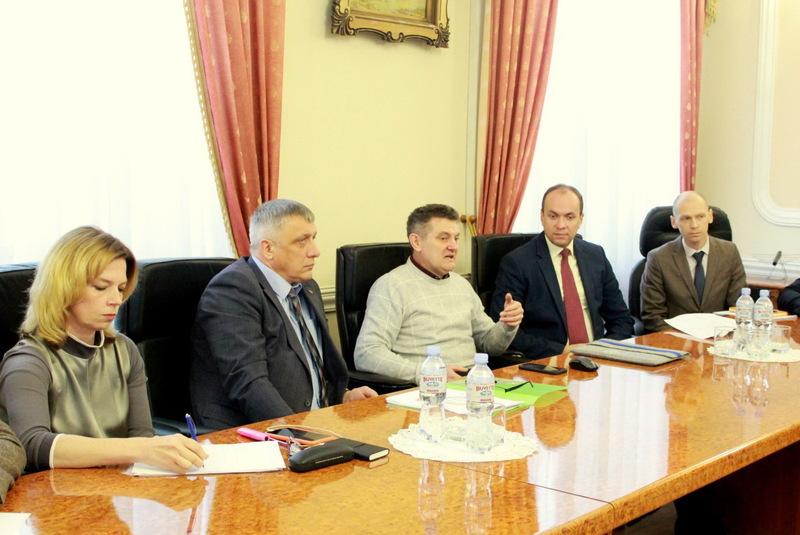 Щоб завершити розпочаті реформи, необхідно не лише приймати зміни до Конституції України, а й ще близько 200 секторальних законів