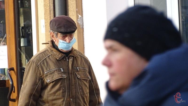 Наразі в Україні триває адаптивний карантин з поділом областей на «кольорові» зони епідеміологічної небезпеки