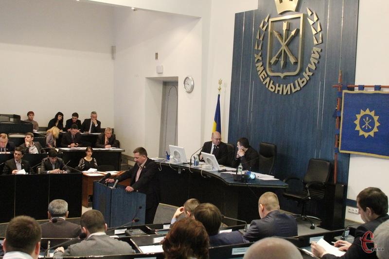 За звернення щодо відставки уряду проголосували 23 депутати Хмельницької міської ради