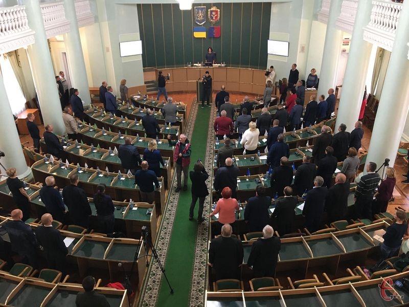 На сесії було небагато депутатів — трішки більше, ніж половина складу облради