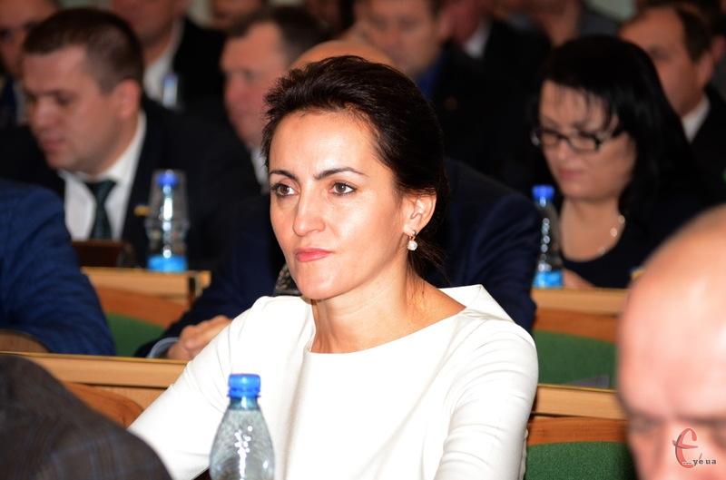 Ніла Островська, яку обрали головою Красилівської ОТГ, більше не може бути депутатом обласної ради