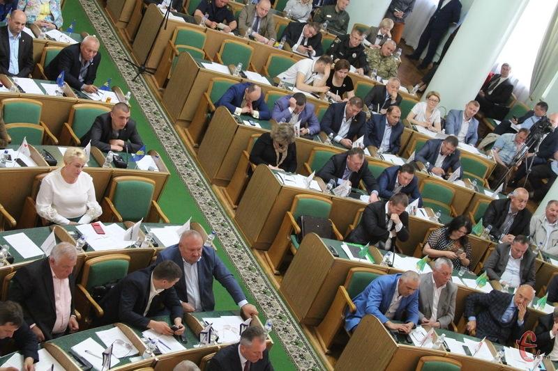 Обласна рада на своїй сесії має розглянути більше восьми десятків питань
