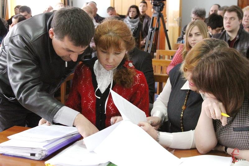 25 квітня представники Хмельницької міської ради виграли суд в Ультрасервісу, але 13 червня Рівненський скасував рішення Господарського суду Хмельницької області