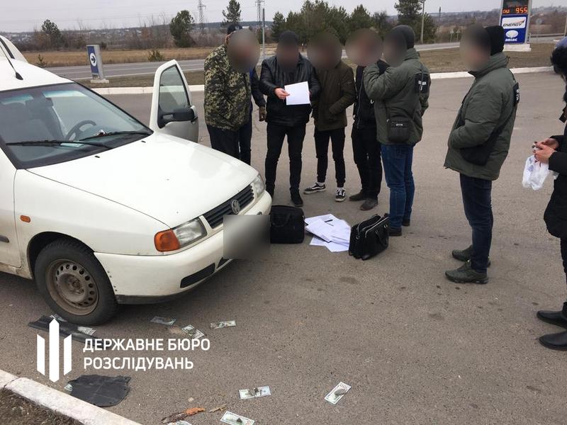 """Результат пошуку зображень за запитом """"Хмельницькі ДБРівці затримали військового, який вимагав 24 тисячі доларів"""""""