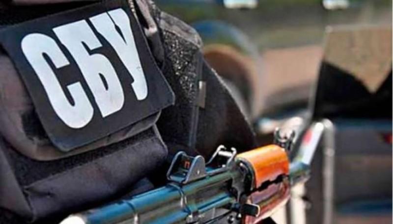 Працівники Хмельницького УСБУ виявили на Луганщині схрон зі зброєю