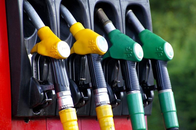 Причиною таких дій антимонопольників стало світове падіння гуртових цін на нафту