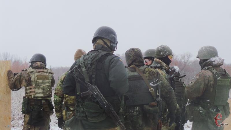 Серед основних проблем захисників - якісні зимові берці, військова форма, термобілизна