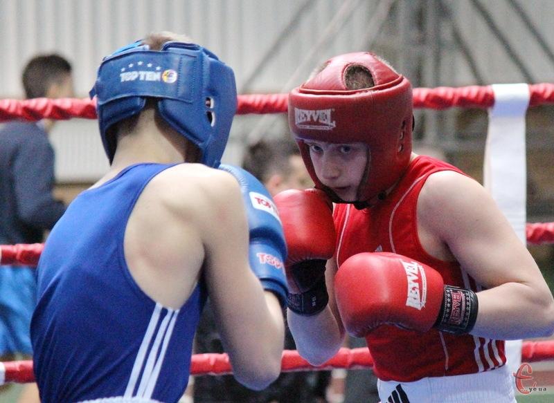 Даніїл Скрупський (у червоному), який нещодавно виграв на турнірі в Хмельницькому, став переможцем змагань у Білорусі