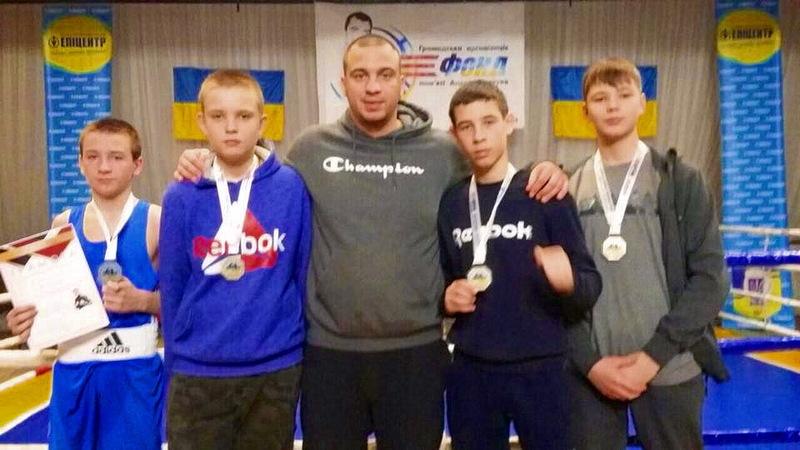 Тренер Дмитро Смагула із призерами змагань у Коломиї