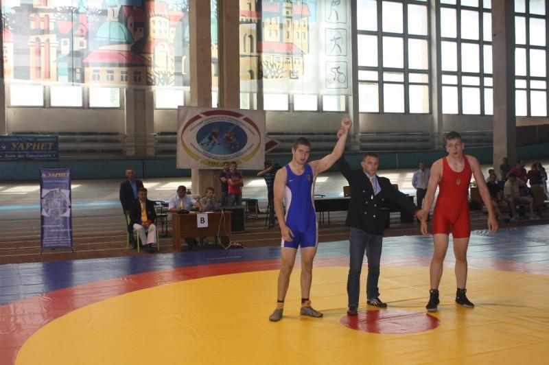 У Львові хмельницькі борці здобули по одній золотій та срібній нагороді, а також чотири бронзові медалі