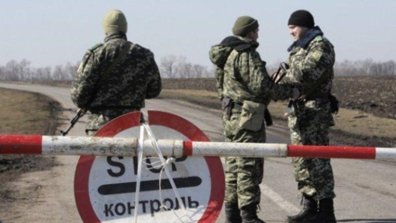 Бойовика затримали на блок-посту на виїзді під містом Кремінне.